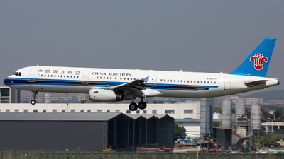 A picture of B6657 - Airbus A321231 - China Southern Airlines - © TommyNGB
