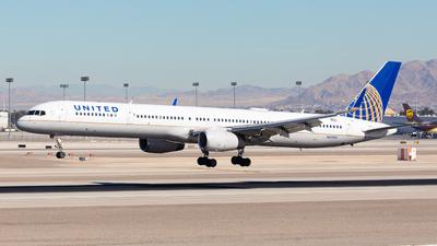 N57855 - Boeing 757-324 - United Airlines