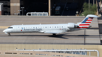 A picture of N719SK - Mitsubishi CRJ701ER - American Airlines - © Huy Do