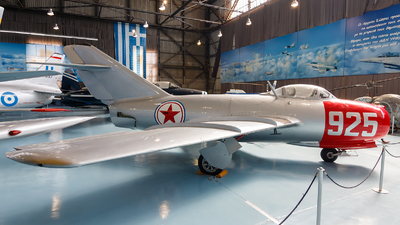 925 - Mikoyan-Gurevich MiG-15 Fagot - North Korea - Air Force
