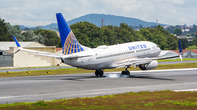 N14731 - Boeing 737-724 - United Airlines