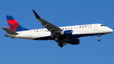 A picture of N294SY - Embraer E175LR - Delta Air Lines - © Alec Mollenhauer