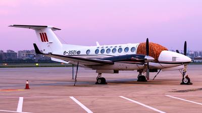 B-3521 - Beechcraft 300 Super King Air - Shanxi Jinggong General Aviation