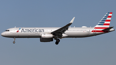 A picture of N131NN - Airbus A321231 - American Airlines - © TOMBARELLI FEDERICO