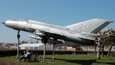 5615 - Mikoyan-Gurevich MiG-21PFM Fishbed - Poland - Air Force