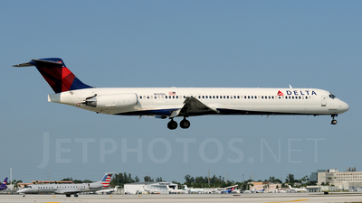 N905DL - McDonnell Douglas MD-88 - Delta Air Lines