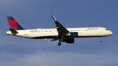 A picture of N355DN - Airbus A321211 - Delta Air Lines - © Jeremy D. Dando