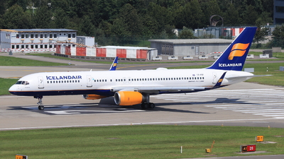 A picture of TFFIP - Boeing 757208 - Icelandair - © Christoph Plank