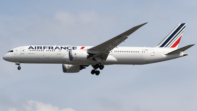 A picture of FHRBI - Boeing 7879 Dreamliner - Air France - © Nathan Wong