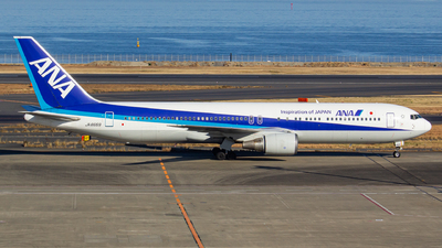 A picture of JA8669 - Boeing 767381 - [27444] - © Yota Takeshima