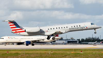 A picture of N689EC - Embraer ERJ145LR - American Airlines - © Luis Bastardo