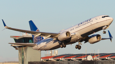 A picture of N77539 - Boeing 737824 - United Airlines - © Kenneth Mora Flores