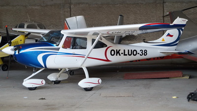 OK-LUO 38 - AirLony Skylane - Private