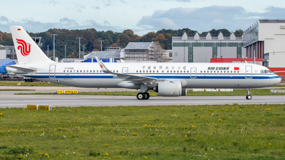 A picture of DAVXE - Airbus A321200N - Airbus - © Martin Fester