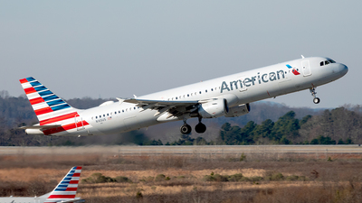 A picture of N165US - Airbus A321211 - American Airlines - © Yan777