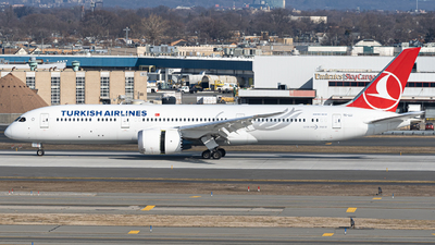 A picture of TCLLI - Boeing 7879 Dreamliner - Turkish Airlines - © Chris  Harrison