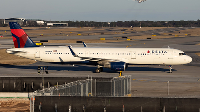 A picture of N319DN - Airbus A321211 - Delta Air Lines - © JinZi