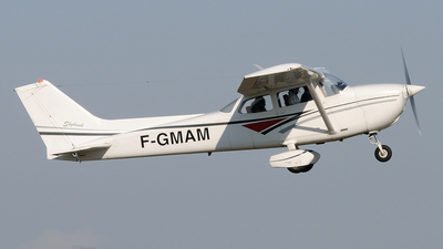 A picture of FGMAM - Cessna F172N Skyhawk - [01814] - © Peter Unmuth