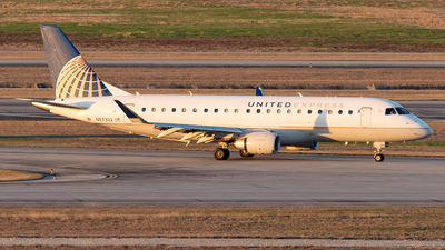 A picture of N87302 - Embraer E175LR - United Airlines - © Yixin Chen
