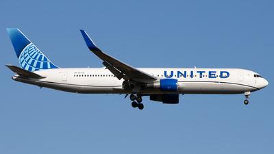 A picture of N671UA - Boeing 767322(ER) - United Airlines - ©  Sebastian Colaizzi