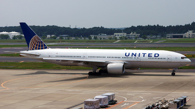 N211UA - Boeing 777-222(ER) - United Airlines