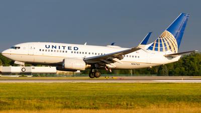 N16732 - Boeing 737-724 - United Airlines
