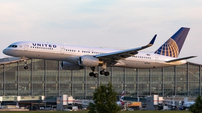 N19130 - Boeing 757-224 - United Airlines
