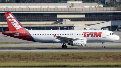 A picture of PTMZW - Airbus A320232 - LATAM Airlines - © Felipe Oliveira - oliver_spotting