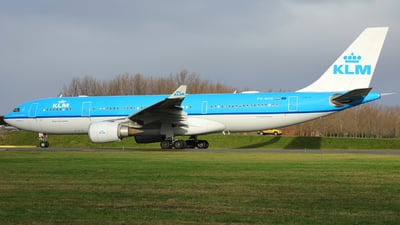 A picture of PHAOE - Airbus A330203 - KLM - © R. Eikelenboom