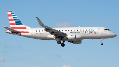 A picture of N423YX - Embraer E175LR - American Airlines - © Mark Lawrence