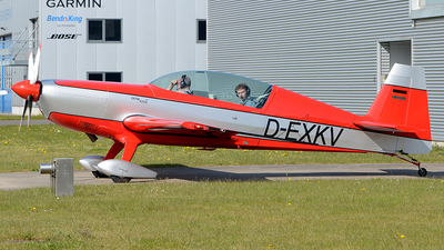 D-EXKV - Extra 300L - Private