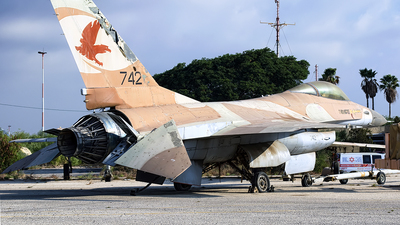 742 - General Dynamics F-16A Netz - Israel - Air Force