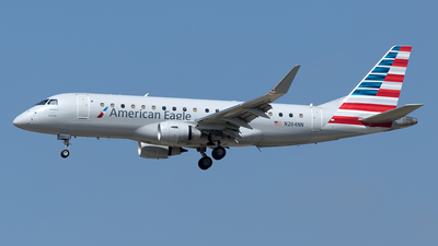 A picture of N264NN - Embraer E175LR - American Airlines - © Yixin Chen