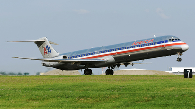 A picture of N424AA - McDonnell Douglas MD82 - [49336] - © DJ Reed - OPShots Photo Team