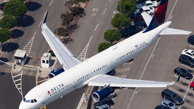 A picture of N357DN - Airbus A321211 - Delta Air Lines - © JinZi