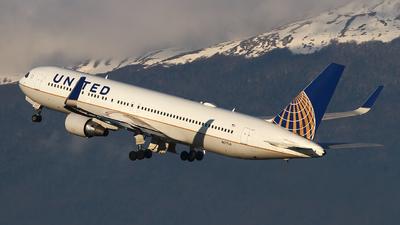 N677UA - Boeing 767-322(ER) - United Airlines