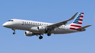 A picture of N207AN - Embraer E175LR - American Airlines - © Stefan Alexandru