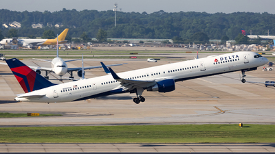 A picture of N587NW - Boeing 757351 - Delta Air Lines - © JinZi