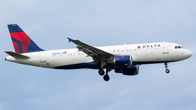 A picture of N350NA - Airbus A320212 - Delta Air Lines - © Evan Dougherty