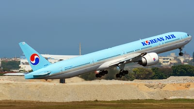 HL8216 - Boeing 777-3B5ER - Korean Air