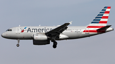 A picture of N810AW - Airbus A319132 - American Airlines - © TOMBARELLI FEDERICO