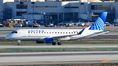 A picture of N612UX - Embraer E175LL - United Airlines - © Rocky Wang