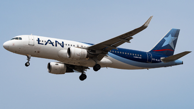 A picture of CCBJE - Airbus A320214 - LATAM Airlines - © Diego Jara Ibarra
