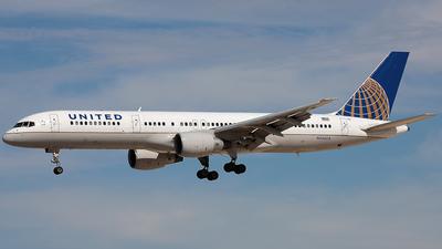 A picture of N556UA - Boeing 757222 - [26650] - © Wojtek Kmiecik
