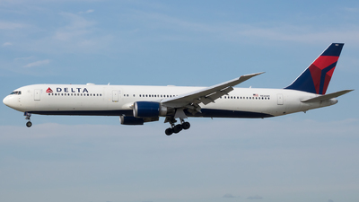 A picture of N836MH - Boeing 767432(ER) - Delta Air Lines - © Stephen J Stein