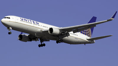N663UA - Boeing 767-322(ER) - United Airlines