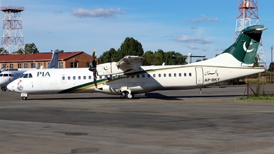 A picture of APBKY - ATR 72500 - Pakistan International Airlines - © Timothy Brandt