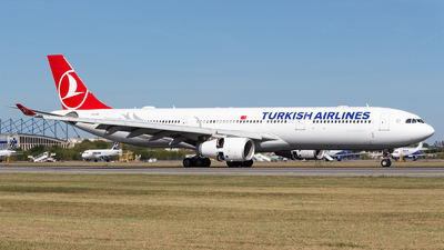 A picture of TCLOA - Airbus A330343 - Turkish Airlines - © Robert Dumitrescu