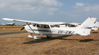 VH-EWJ - Cessna 172R Skyhawk - General Flying Services