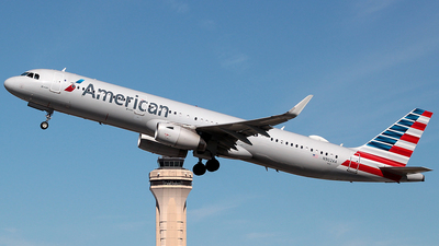 A picture of N902AA - Airbus A321231 - American Airlines - © J.R.Quiñonez